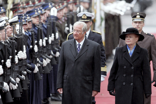 King Albert II of Belgium and President of Latvia Vaire Vike-Freiberga during the welcoming ceremony in Riga, Latvia, 23 April 2007. EPA/AFI/Inga Kundzina